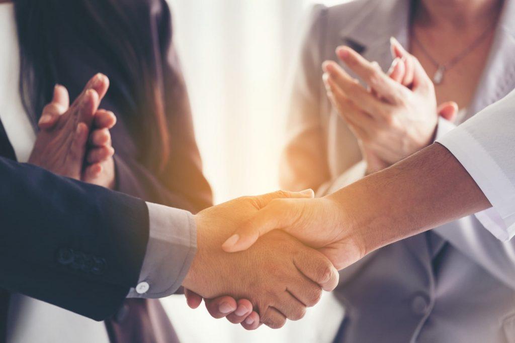 As parcerias feitas pelas instituições públicas