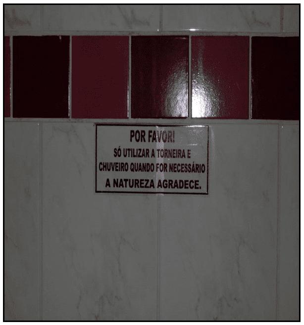 Figura 26 – Imagem interna dos vestiários e do trabalho realizado dentro da empresa e junto aos funcionários sobre educação ambiental.
