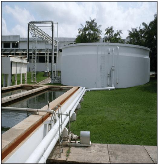 tanque onde fica o produto final antes da utilização da água no processo de fabricação de bebidas