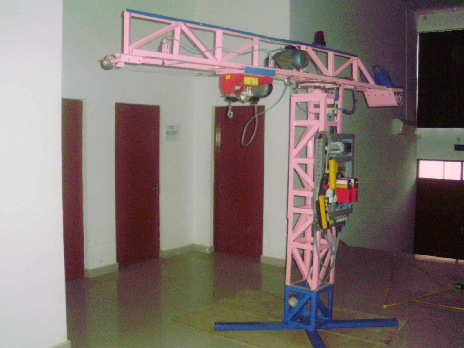 Grua transportadora feita pelos alunos de Energia e Instalações Elétricas para a apresentação na Feira EDUCA ANGOLA. 2010