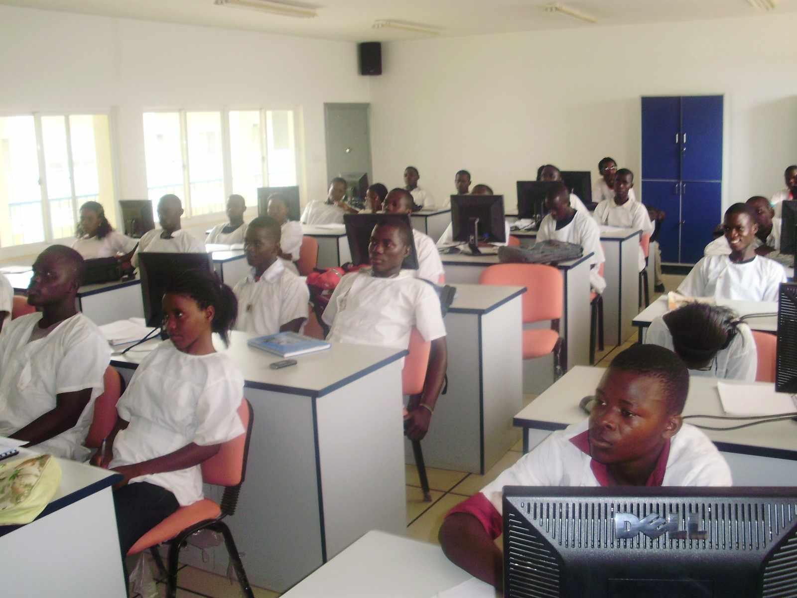 1º aula no Laboratório de Informática, após a conquista brasileira da instalação de energia elétrica no Instituto. Ano 2010.