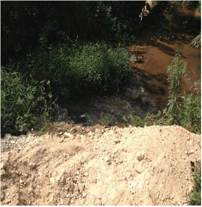 Disposição inadequada de resíduos. Fonte: Próprio autor (2015).