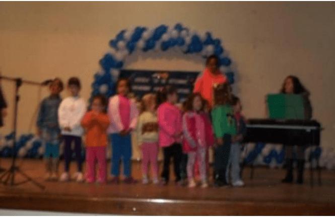 """Festa de aniversário da Escola """"20 de Setembro"""". Fonte: Arquivo da autora – 2012"""
