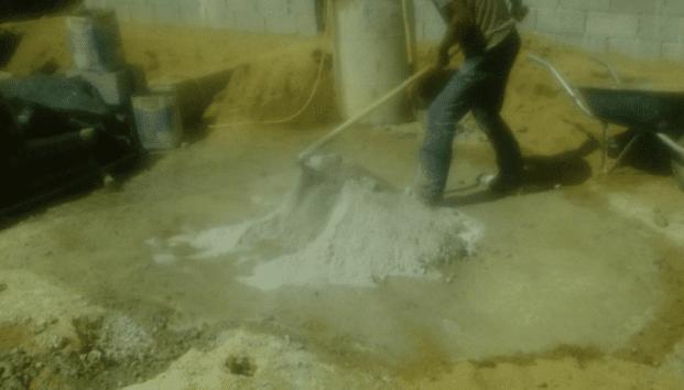 Produção manual do concreto. Fonte: Elaborado pelo autor.