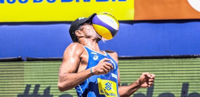 Imagem 03 - deformação dos corpos. Fonte: http://torcedores.com/noticias/2016/05/foto-do-dia-brasileiro-leva-bolada-no-rosto-e-tem-oculos-quebrado