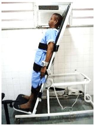 Figura 07: Paciente em 75° de inclinação na prancha. Fonte: (Arquivo pessoal, 2015).
