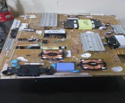 Figura 21 - Componentes Eletroeletrônicos danificados.Fonte: Autor