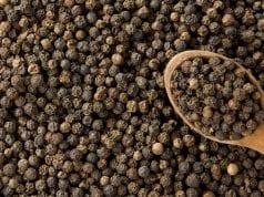 Figura 3: Pimenta-do-reino em grão preta. Fonte: Saúde, 2014.