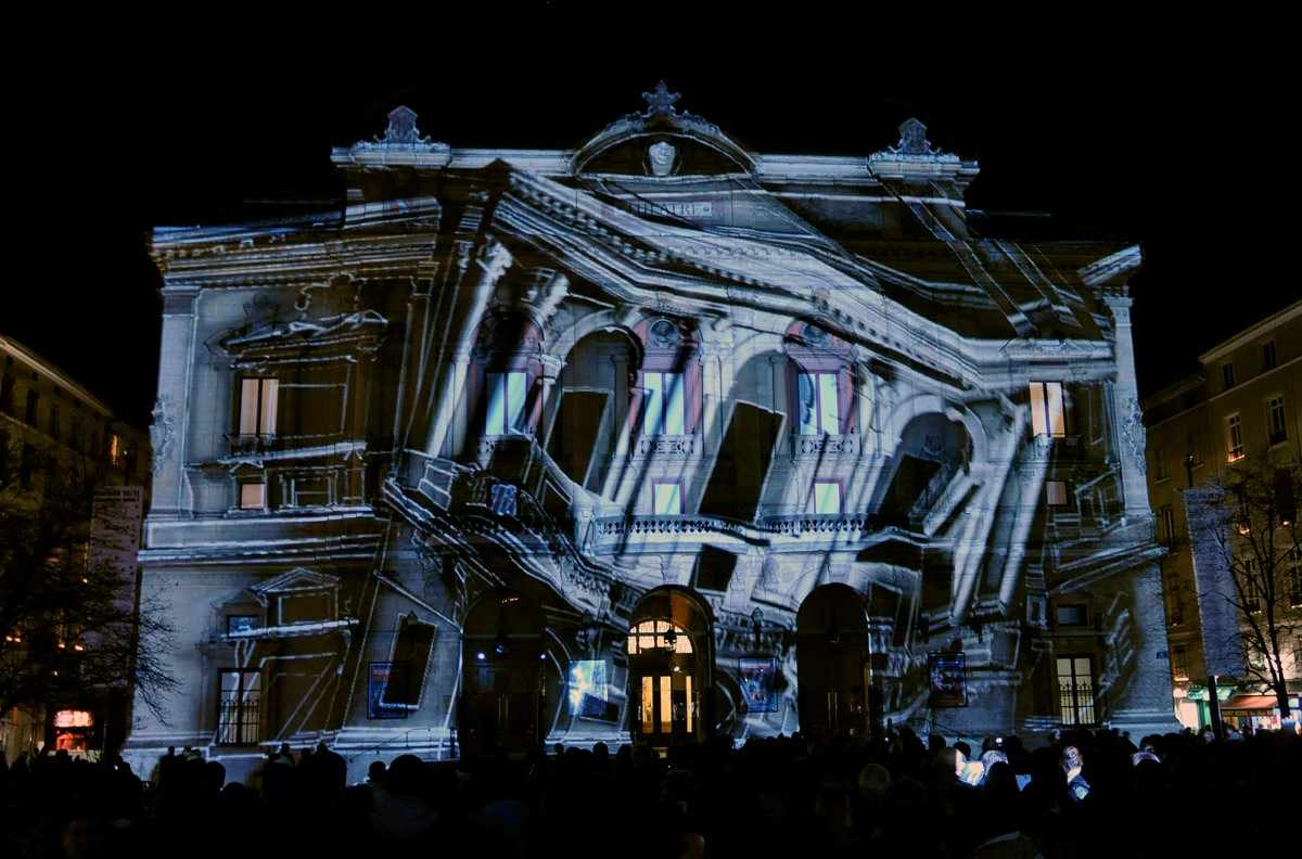 Figure 8 – demonstration of Video Mapping. Source: http://www.tracksevenevents.com/blog/-projection-mapping-the-new-power-in-event-management (2015)