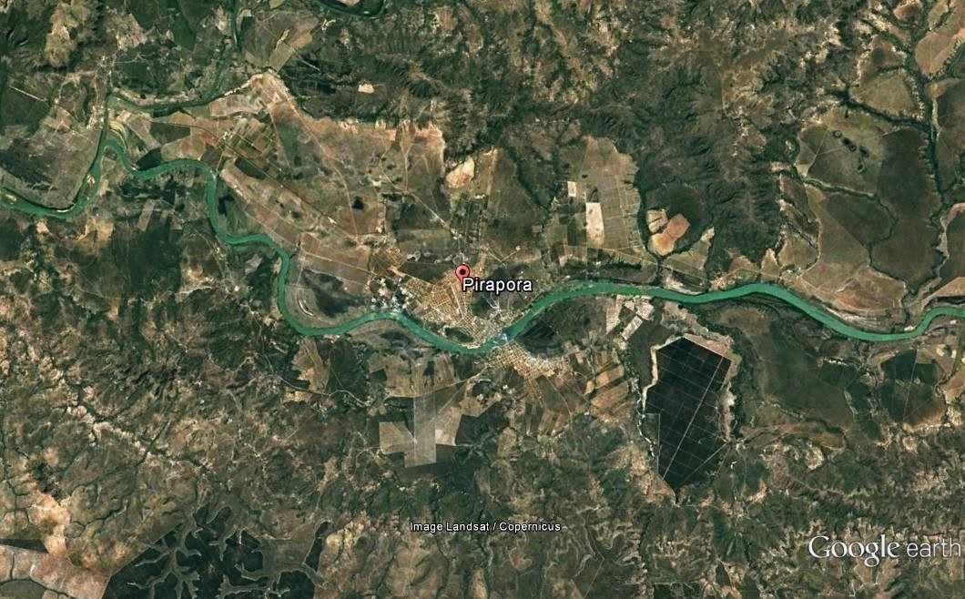 Figura 3: Canal do Rio São Francisco exibindo forma meândrica.Fonte: Adaptado de Google Earth Pro (2017)
