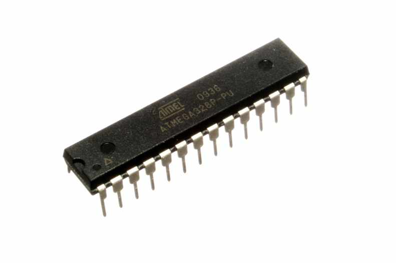 https://upload.wikimedia.org/wikipedia/commons/0/0c/ATMEGA328P-PU.jpg